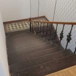 Alte Treppe - es gibt aber einen Aufzug